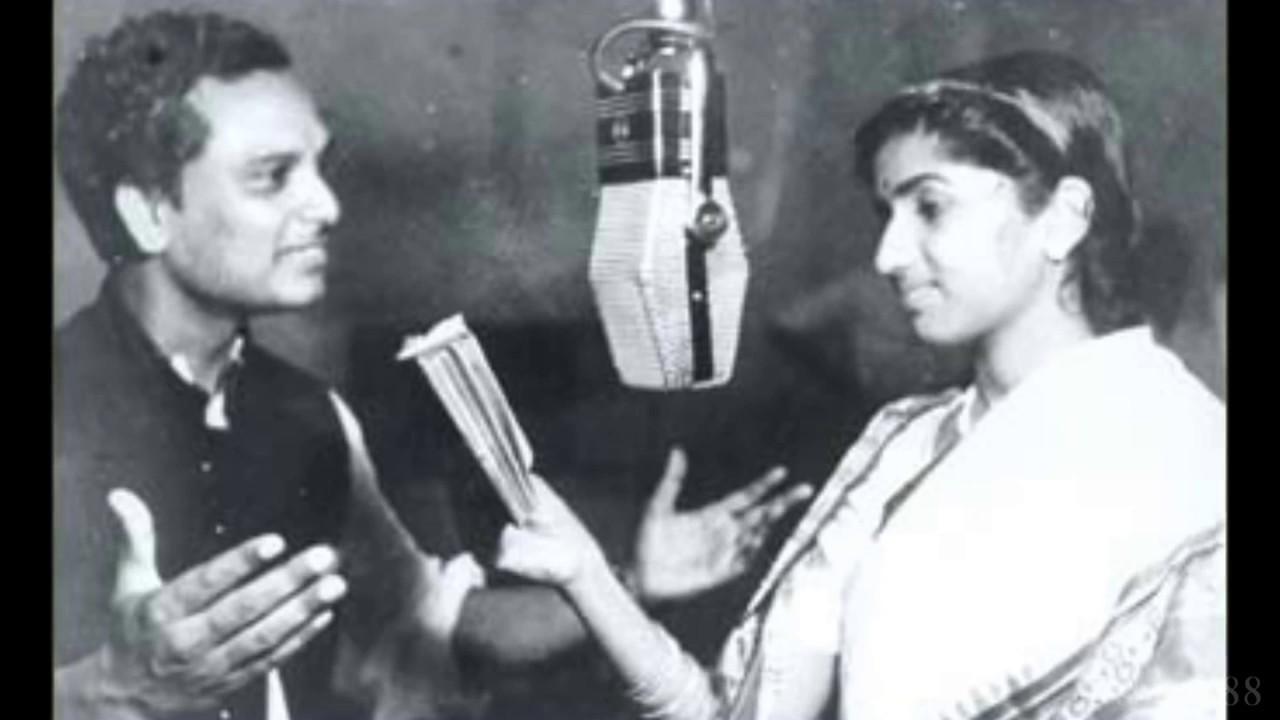 Aa Ri Sakhi Main Tohe Preet Lyrics - Maya Banerjee