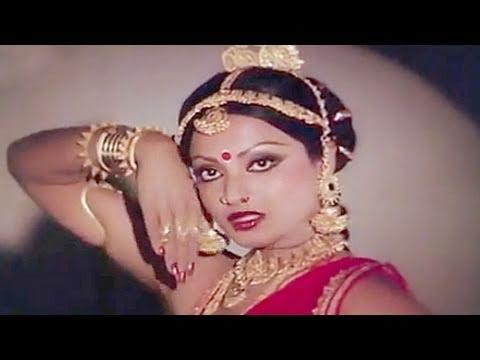 Aai Karke Shingaar Lyrics - Lata Mangeshkar