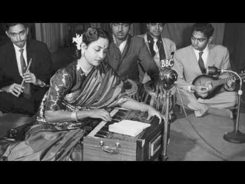 Aayi Hu Badi Lyrics - Geeta Ghosh Roy Chowdhuri (Geeta Dutt)