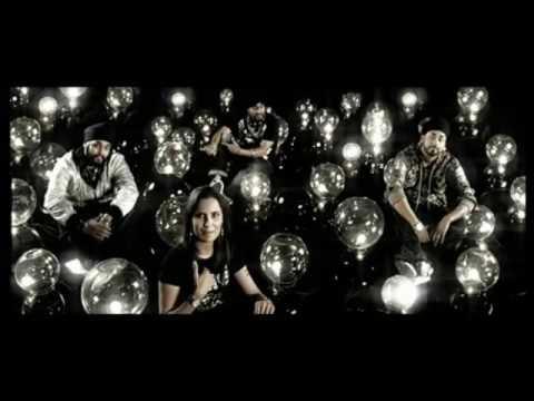 Aloo Chat Title Lyrics - Kailash Kher
