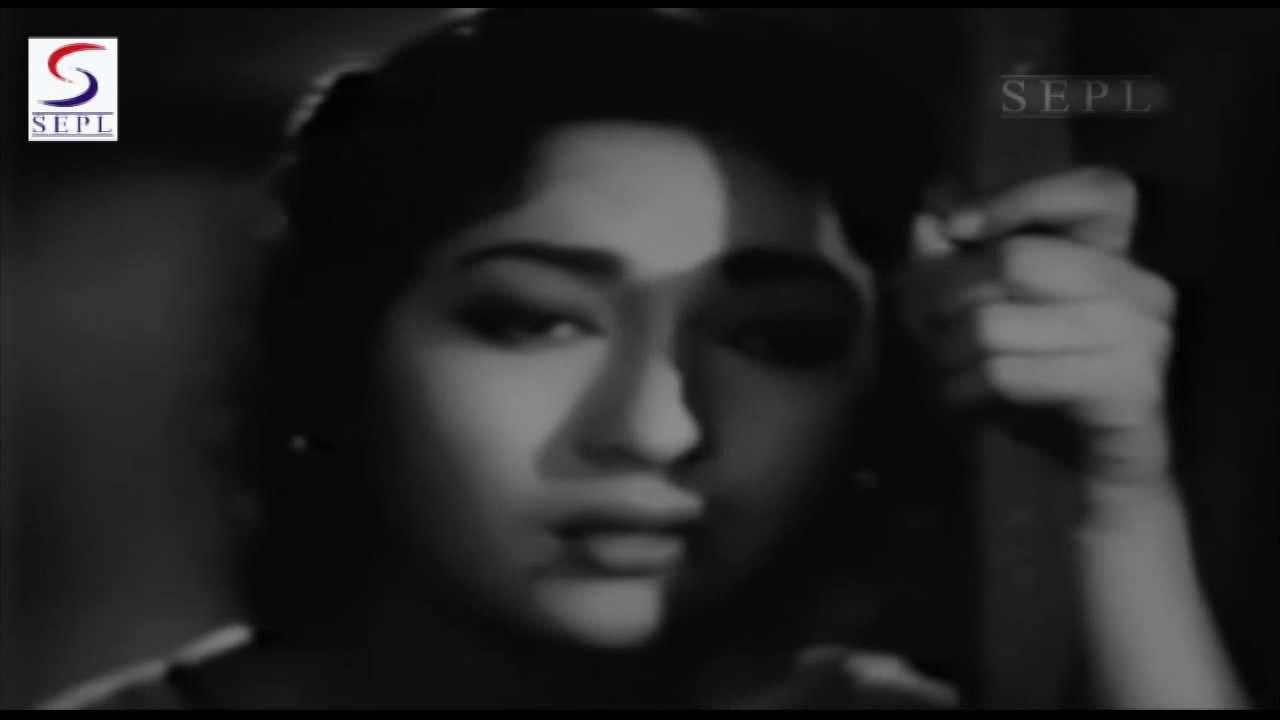 Aye Dil Machal Lyrics - Lata Mangeshkar