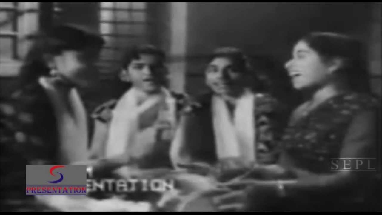 Baabul Ham Tore Angna Ki Lyrics - Chorus, Lata Mangeshkar