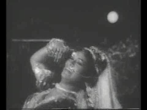 Bichhuaa Ne Dank Mara Lyrics - Lata Mangeshkar