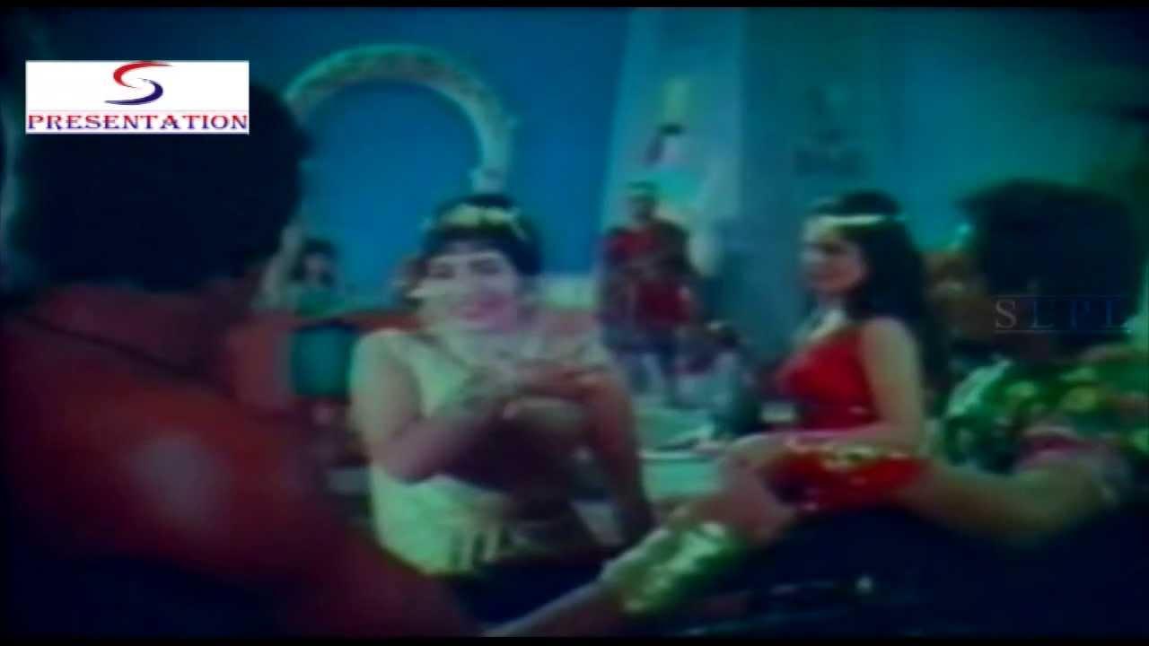 Dekh Dekh Chal Ek Ek Pal Lyrics - Asha Bhosle