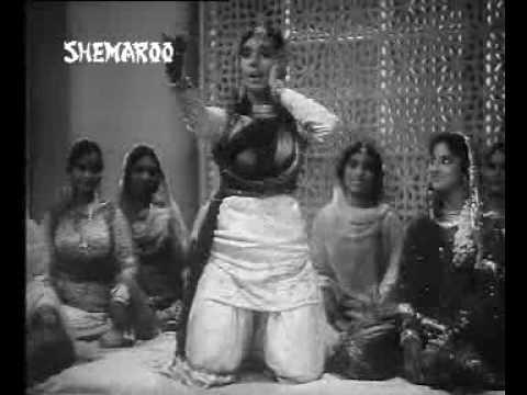 Hum Unko Dekhte Hain Lyrics - Asha Bhosle, Mubarak Begum