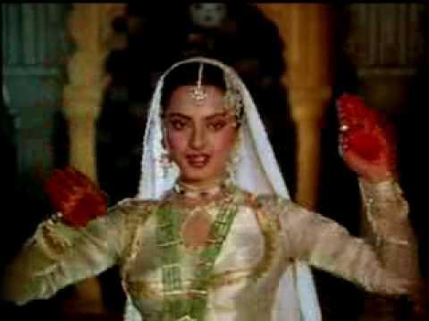 In Aankhon Ki Masti Lyrics - Asha Bhosle
