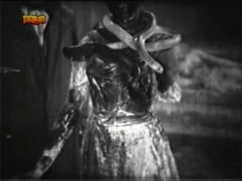 Kisne Mujhe Chaunka Diya Lyrics - Asha Bhosle