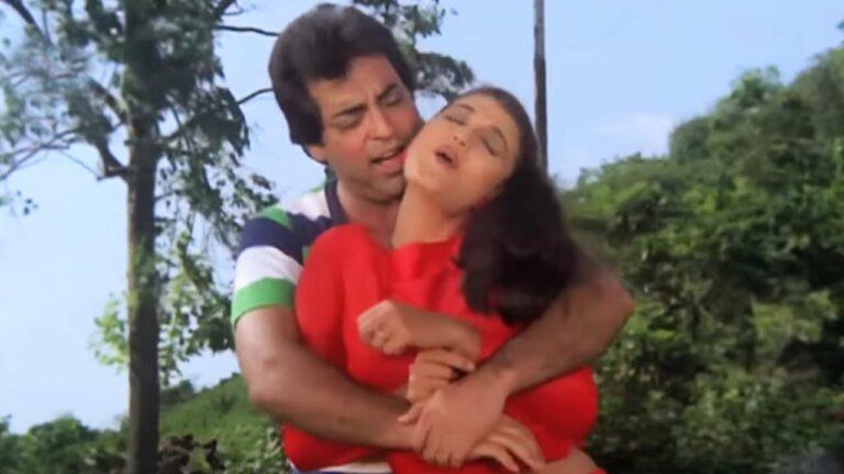 Kya Kehana Kya Kehana Lyrics - Mahendra Kapoor
