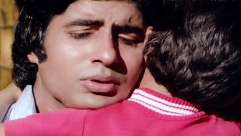 Luk Chip Luk Chip Jaona Lyrics - Kishore Kumar