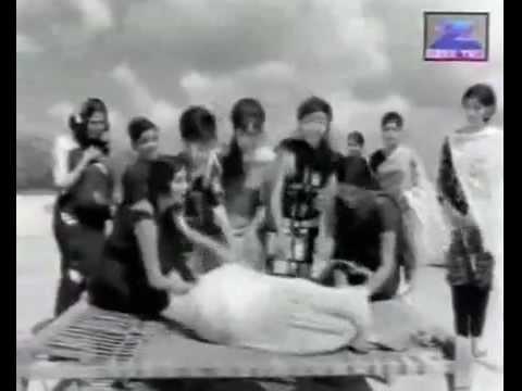 Maa Tune Kyu Bheja Lyrics - Asha Bhosle