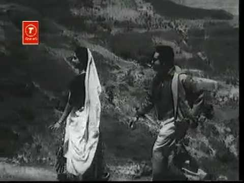 Nazar Se Mil Gayi Nazar Lyrics - Dwijen Mukherjee, Savita Banerjee