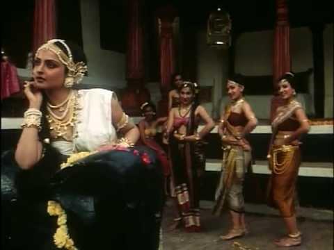 Neelam Ke Nabh Chhayi Lyrics - Lata Mangeshkar