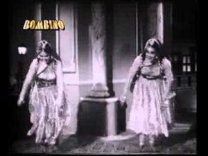 Nikla Hai Gora Gora Chaand Lyrics - Suman Kalyanpur, Usha Mangeshkar