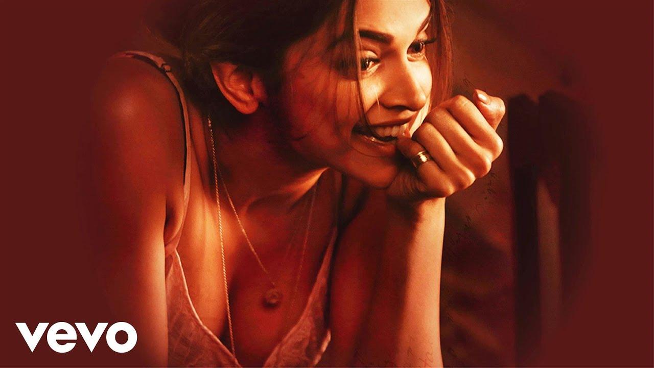 Shake Your Bootiya Lyrics - Divya Kumar