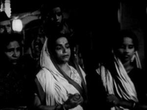 Soja Re Soja Meri Ankhiyon Lyrics - Lata Mangeshkar