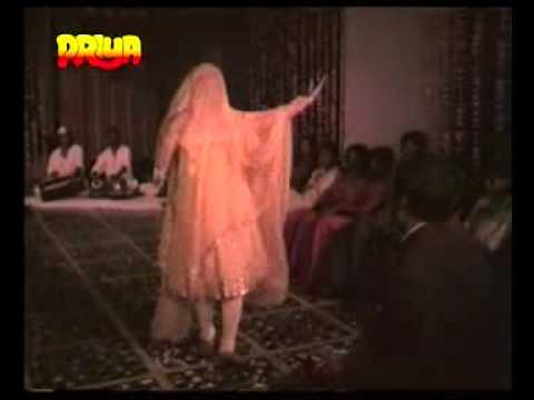 Unse Pada Hai Kaam Lyrics - Lata Mangeshkar