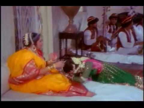 Tujhe Bhulne Ki Koshish Lyrics - Asha Bhosle